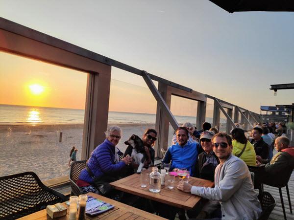 Eten en drinken in een strandtent